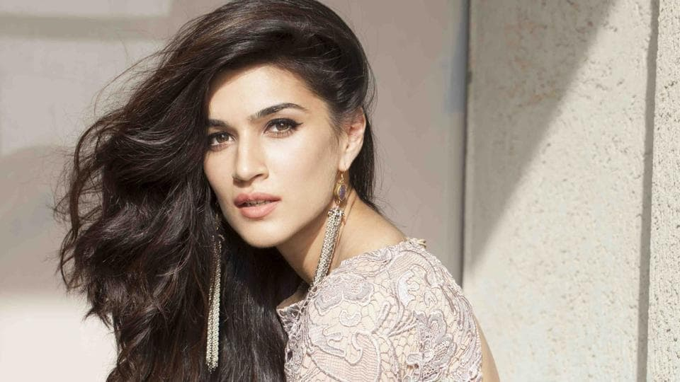 Actor Kriti Sanon made her debut with Tiger Shroff in the film Heropanti (2014).