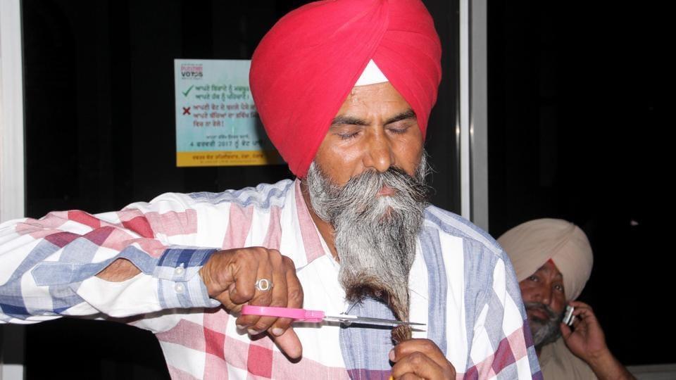 Sikh sarpanch,Sikh beard,water supply