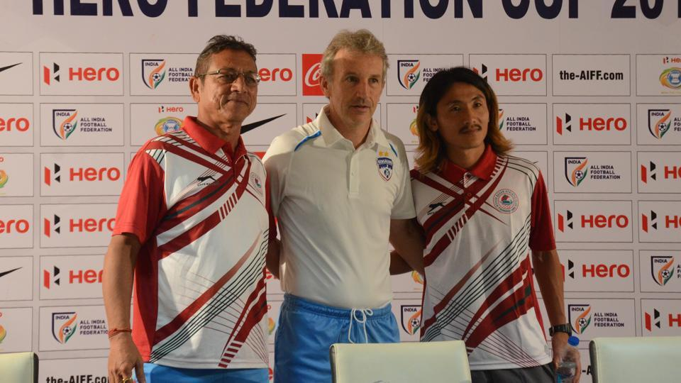 Mohun Bagan coach Sanjoy Sen (L) and talismanic player Katsumi Yusa (R) with Bengaluru FC manager Albert Roca (C).