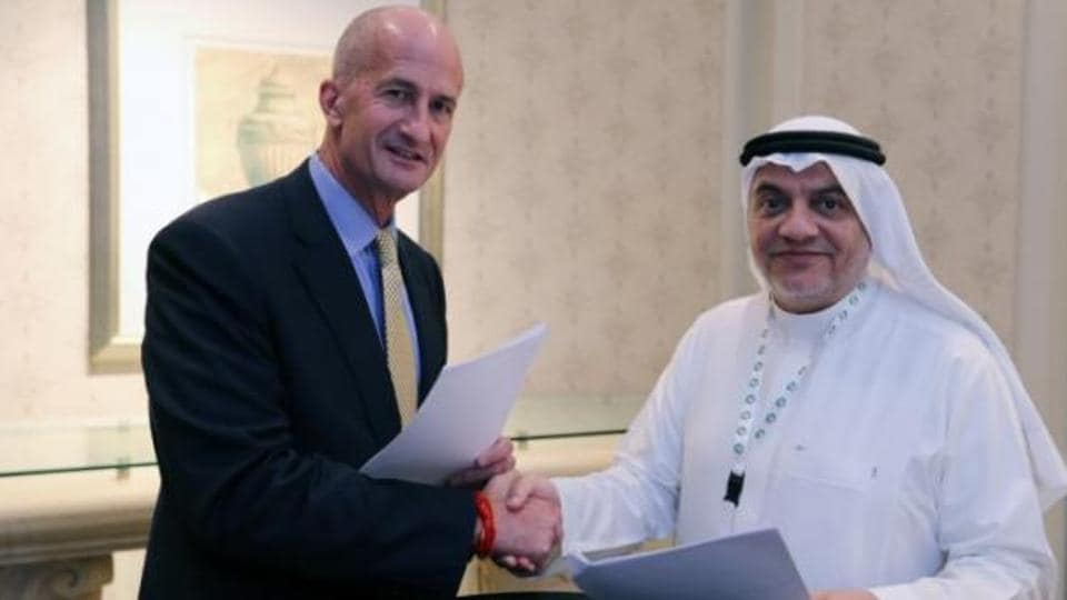 Vice Chairman of General Electric, John Rice and Saudi Governor of Small & Medium Enterprises, Ghassan Ahmed Al Sulaiman pose for photos after signing their agreements at the Saudi-US CEO Forum 2017 ahead of the arrival of the U.S. President Donald Trump, in Riyadh, Saudi Arabia May 20, 2017.