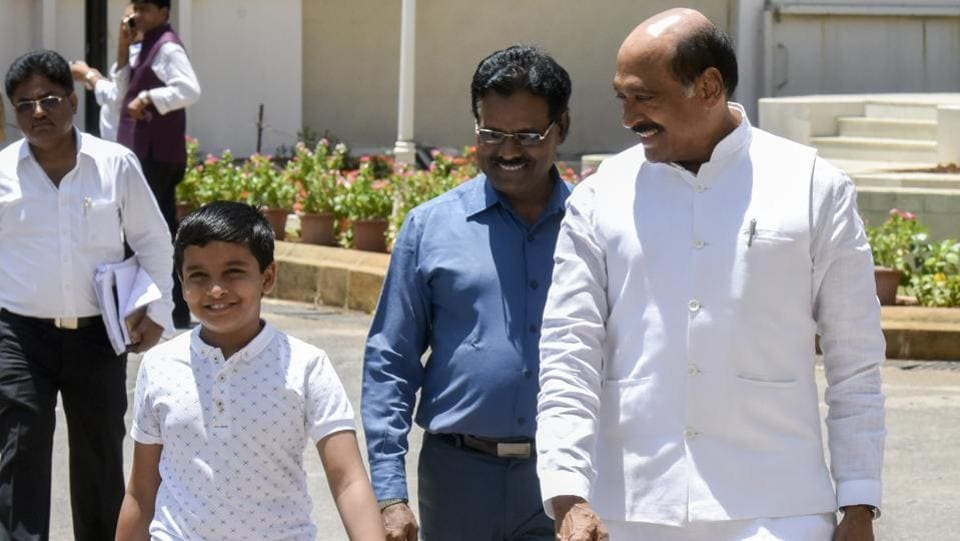 Congress leader Manikrao Thakre comes for the session with his nephew. (Kunal Patil/HT Photo)