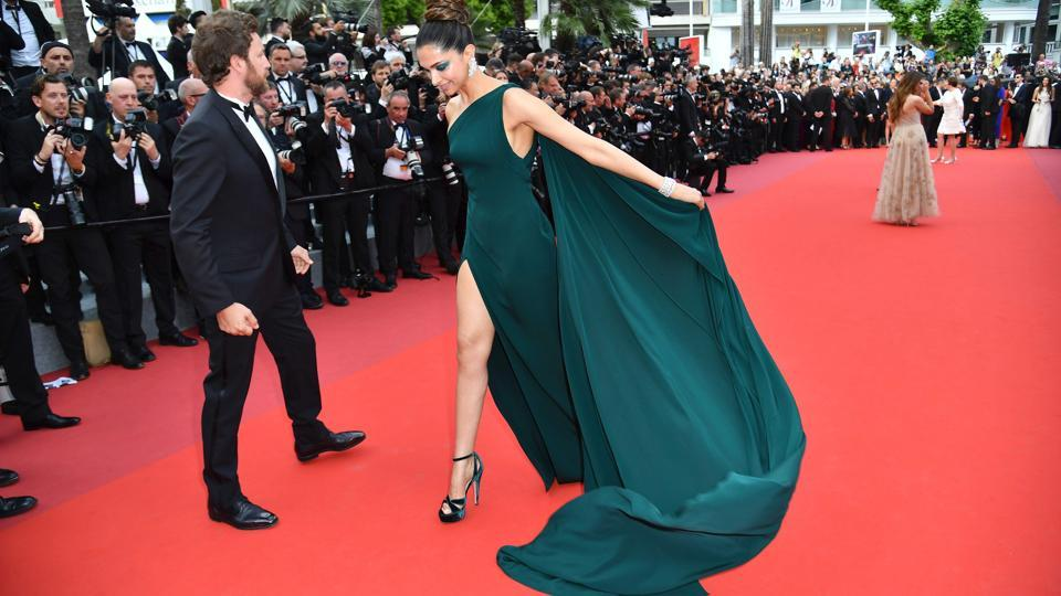 Deepika Padukone poses as she arrives on May 18, 2017 for the screening of the film Loveless (Nelyubov) at the 70th edition of the Cannes Film Festival in Cannes, southern France.