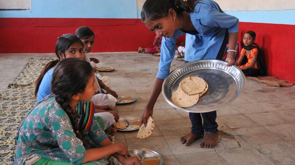 IAs many as eight children fell sick on Saturday and were rushed to the hospital after consuming a mid-day meal in which a lizard was found.