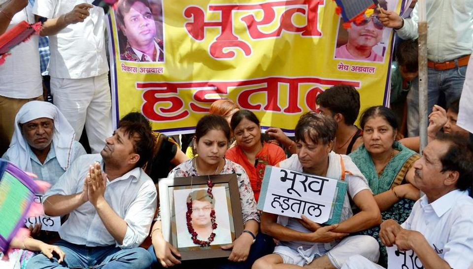 Family members of the jewellers killed during a robbery sit on a hunger strike in Mathura.