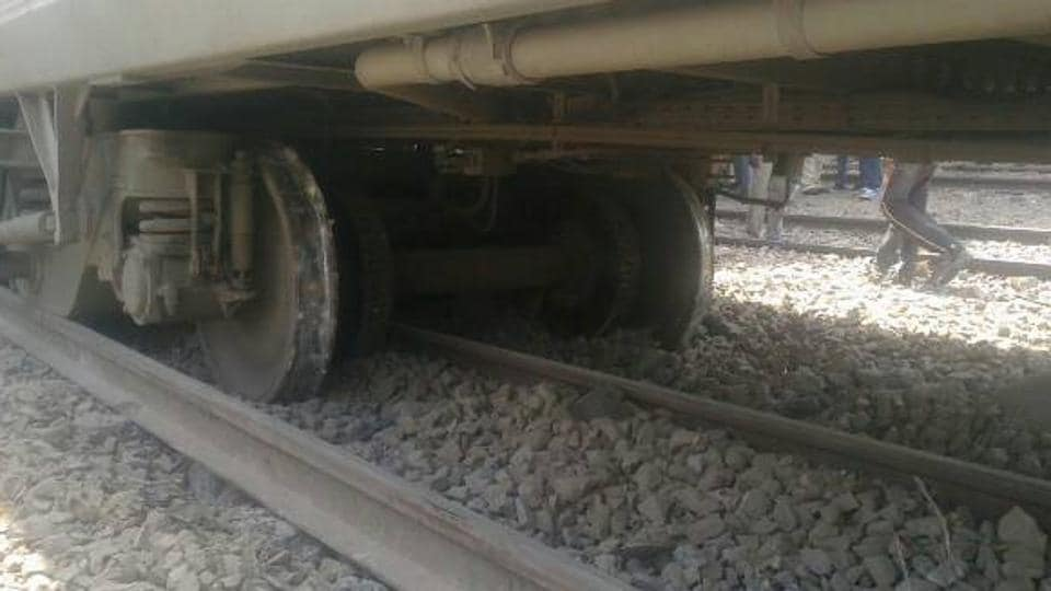 Train derailment,Lokmanya Tilak Express,Mumbai-Lucknow train