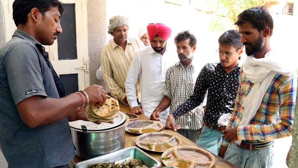People having food at 'Sasti Rasoi' at Red Cross Bhawan in Bathinda..