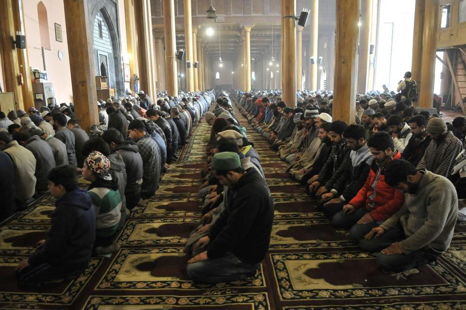 uk varsity removes muslim prayer space ahead of ramadan students