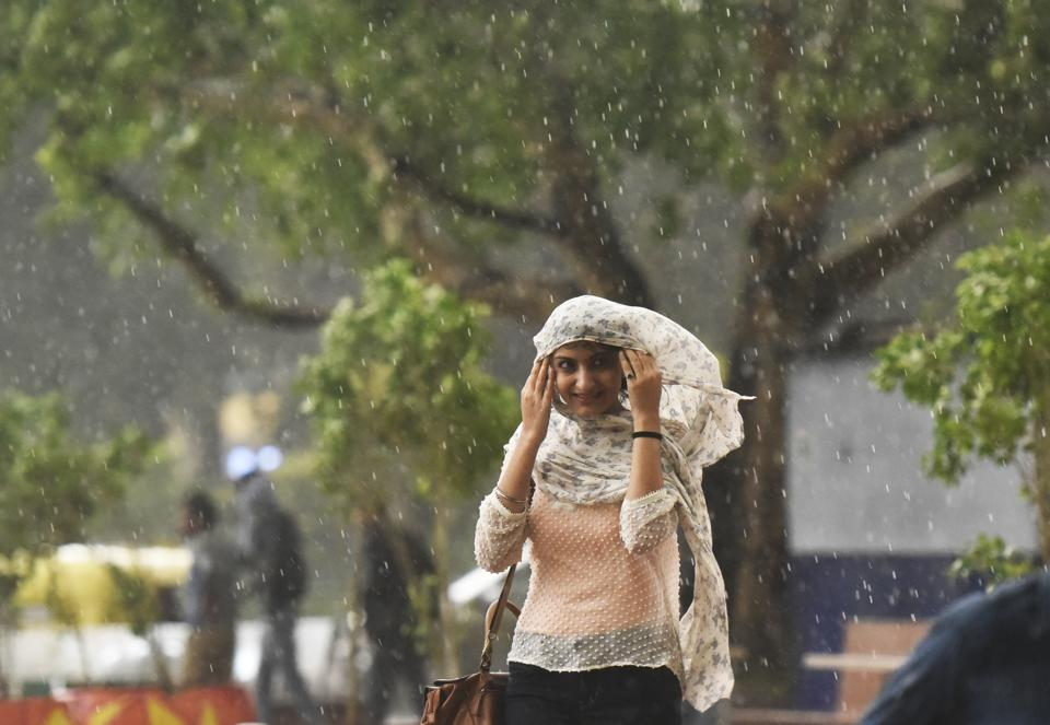 There would be partly cloudy sky on Sunday with possibility of thunderstorm and rain,' an official of the India Meteorological Department (IMD) had said earlier. (Ravi Choudhary/HT PHOTO)