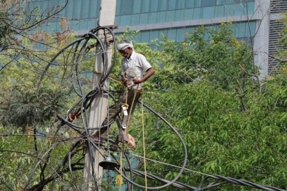 Several areas of Gurgaon have been reporting long power cuts over the last few months.