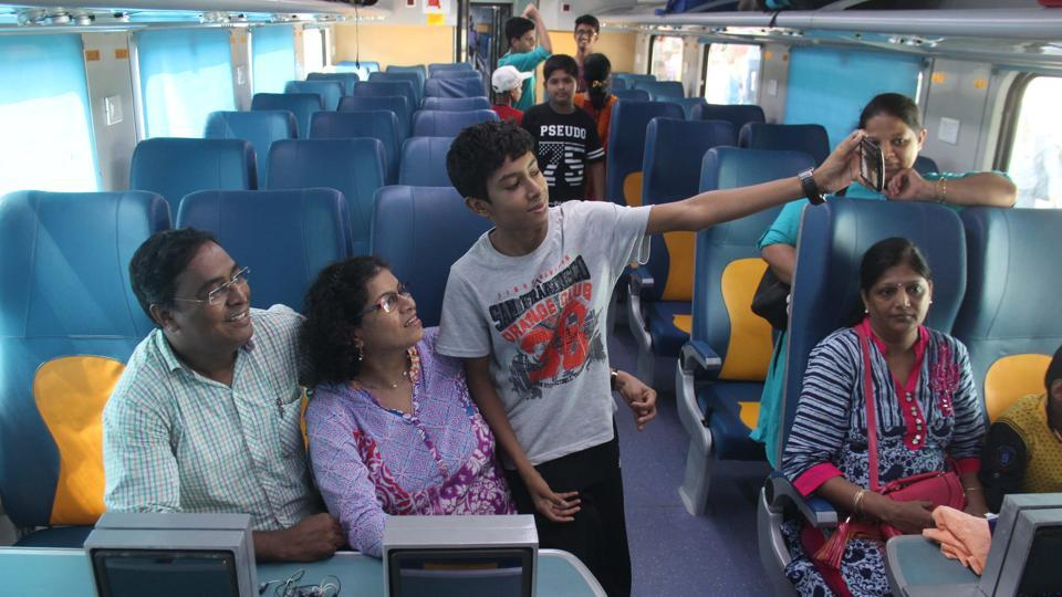 A family hops on to the train for its first-ever ride. (Bhushan Koyande/ HT PHOTO)