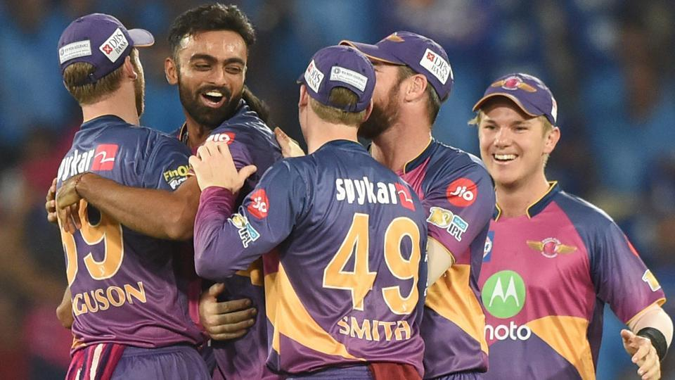Rising Pune Supergiant's Jayadev Unadkat doubled his tally by dismissing Lendl Simmons. (PTI)