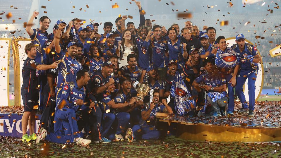 MI players and staff during the prize ceremony. (BCCI)