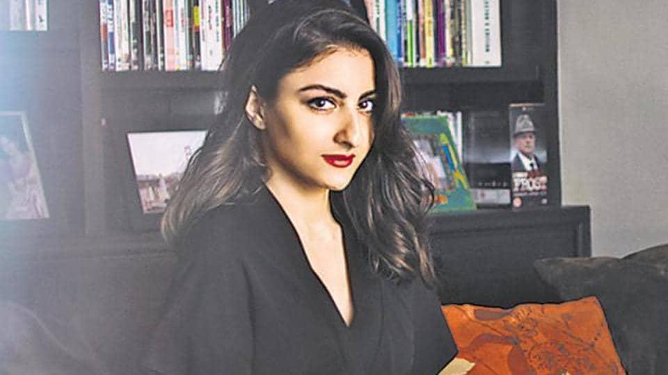 Soha Ali Khan prefers to walk and do yoga during her pregnancy.