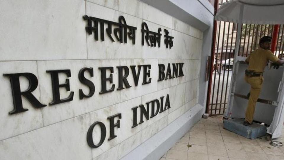 A police officer stands guard in front of the Reserve Bank of India.