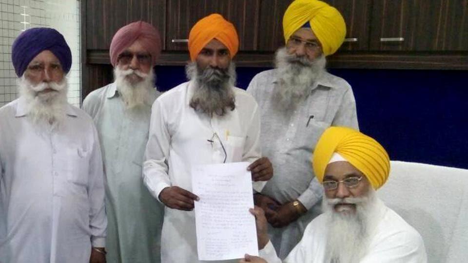 Bahona sarpanch Harbhajan Singh handing over an apology letter to Akal Takht's Jathedar Giani Gurbachan Singh in Amritsar on Monday.