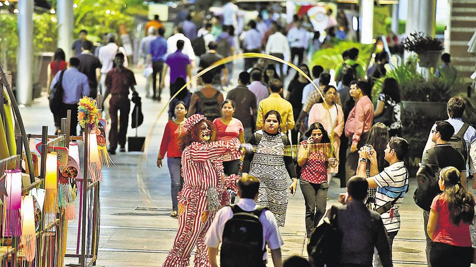 Buzzing with energy, areas such as CyberHub and MG Road encapsulate the vibe that Gurgaon is famous for and which attracts the young, educated and upwardly mobile crowd to the city.