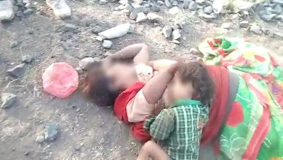 The body of the woman and her child in in Madhya Pradesh's Damoh.