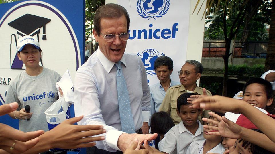 FILE PHOTO - British actor and UNICEF ambassador Roger Moore greets Indonesian school children during his visit to an elementary school in Jakarta April 11, 2001.  (Beawiharta / REUTERS)