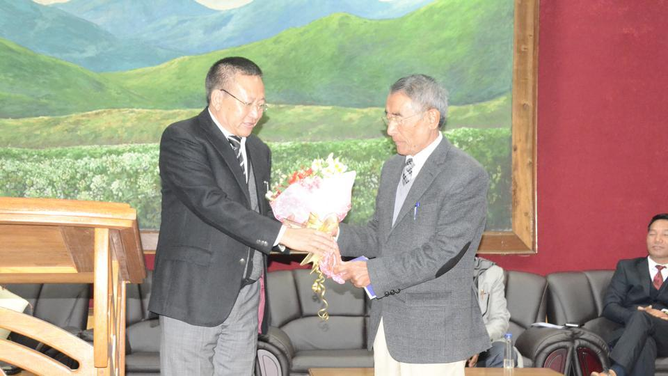 File photo of Nagaland chief minister Shurhozelie Liezietsu (right) with his predecessor  Zeliang .  Liezietsu  will contest  the Northern Angami seat to become a member of the assembly.