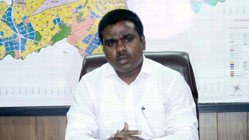 IAS officer P. Velarasu took charge as chief of the Kalyan-Dombivli Municipal Commissioner on Thursday.