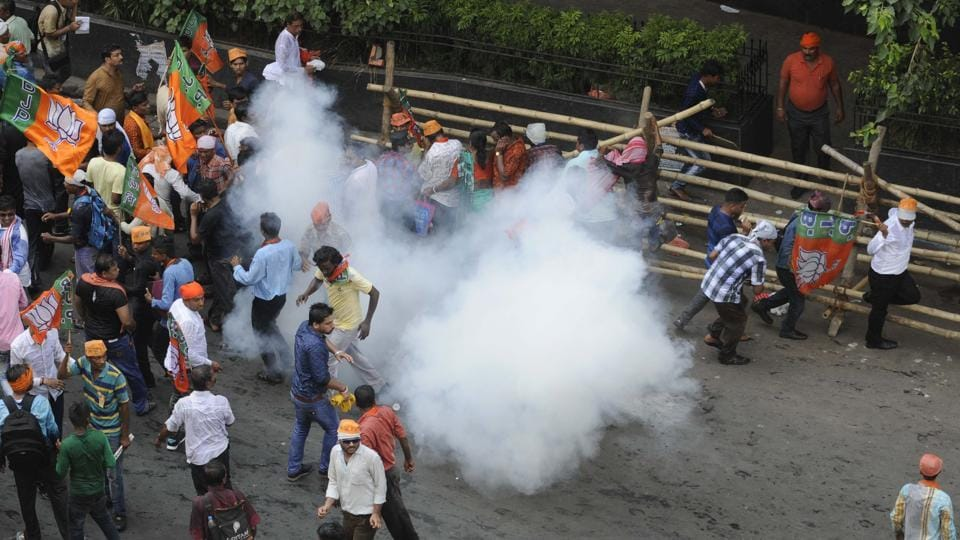 Several parts of the city witnessed pitched battles as BJP workers tried to break through barricades, with police using  external force to disperse them, two days after similar scenes were witnessed during a Left-sponsored rally. (Samir Jana/HT PHOTO)