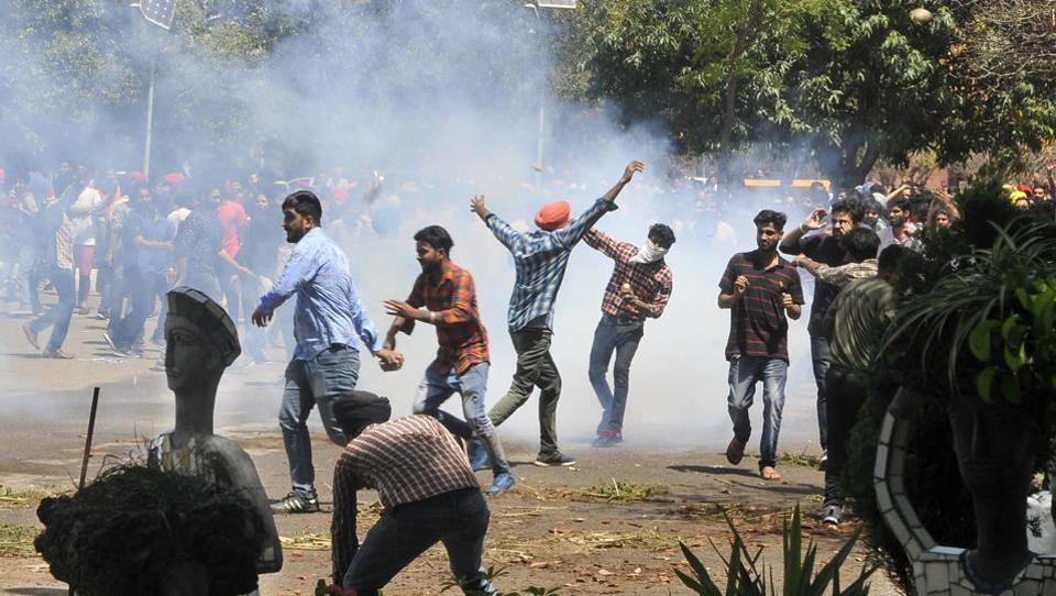 Clash between students and cops near PU V-C office on Apr 11.