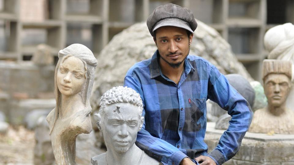 Mandeep Singh is a native of Khera village near Mohali in Punjab is an immensely talented sculptor who can breathe life into inanimate objects.  (HT Photo)