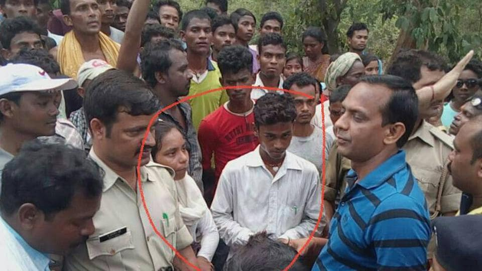 Suspected child lifter (inside the circle) handed over to police by villagers at Sundernagar in Jamshedpur