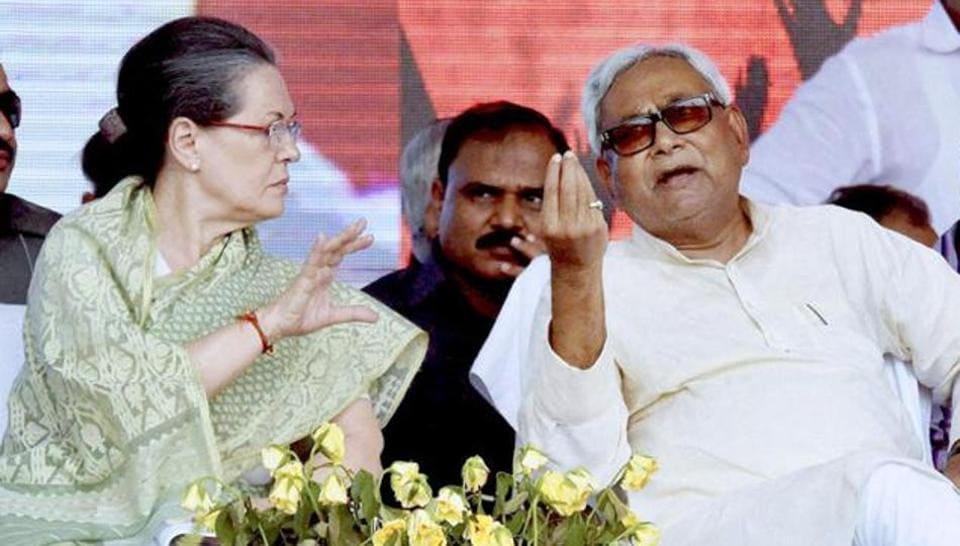 Congress president Sonia Gandhi with Bihar chief minister Nitish Kumar at a meeting.