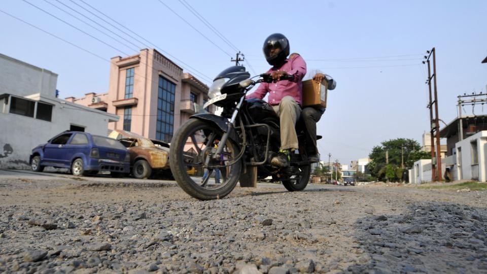 Noida,pothole,road repair