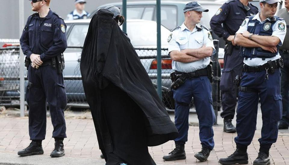 The far-right UK Independence Party (UKIP) has pledged in its general election manifesto to ban the burqas or the full face veils in public places.