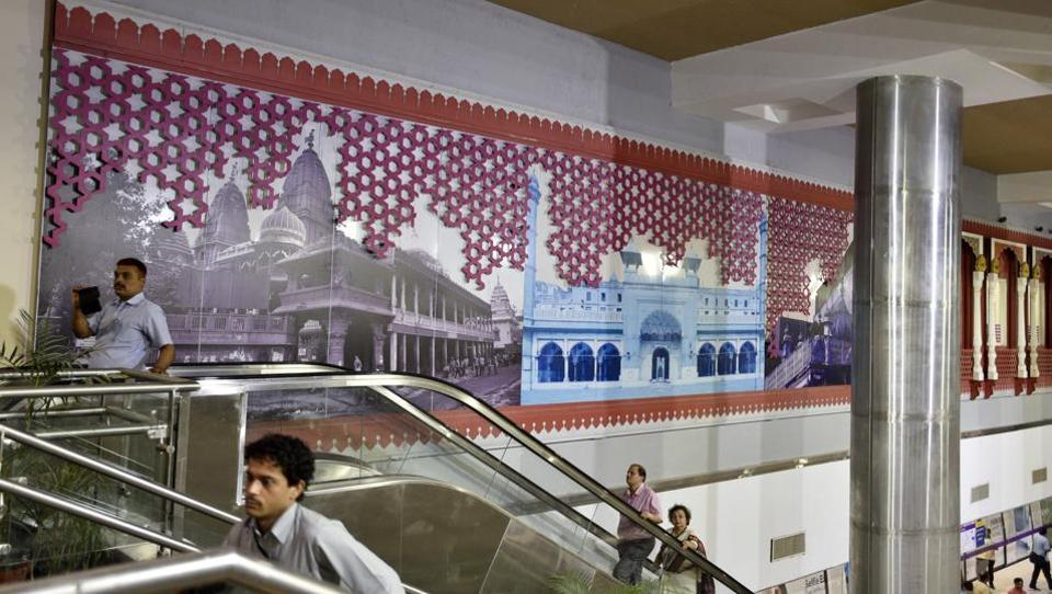 Seen above is a wall decorated with life size photos of areas surrounded byJama Masjid at the newly built Jama Masjid Metro station. Delhi chief minister Arvind Kejriwal and Union urban development minister M Venkaiah Naidu will flag off the much awaited Heritage Line of Delhi metro on Sunday.  (Mohd Zakir/HT PHOTO)