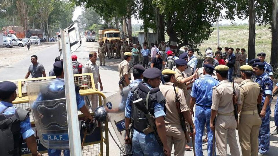 The Uttar Pradesh government rushed senior officials to a checkpost at Saharanpur district border to prevent Congress vice-president Rahul Gandhi from entering the region torn by caste violence.