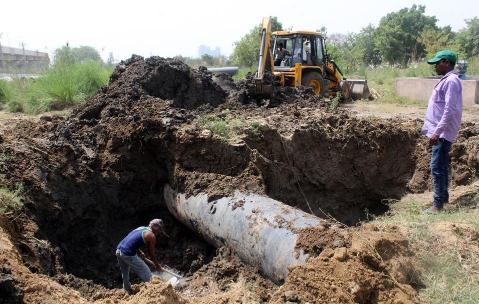 The Huda's main waterpipe was damaged at Basai on Saturday.