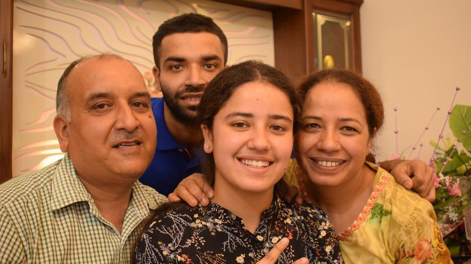 Mannat Luthra student of Bhavan's Vidyalaya,Chandigarh, secured all-India 3rd rank with 99.2 % in commerce stream. (HT Photo)