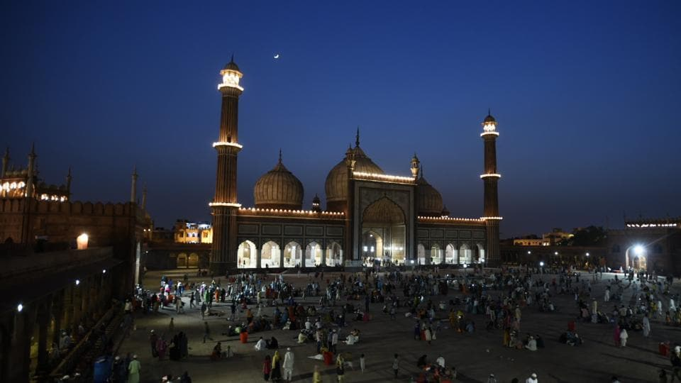 Muslim across the India observe the beginning of the holy month of Islamic calendar, 'Ramzan' from today. Ninth month of the Islamic lunar calendar, Ramzan is observed as a fasting period by Muslims, who abstain from food and water from sunrise to sunset (Sonu Mehta / HT Photo)