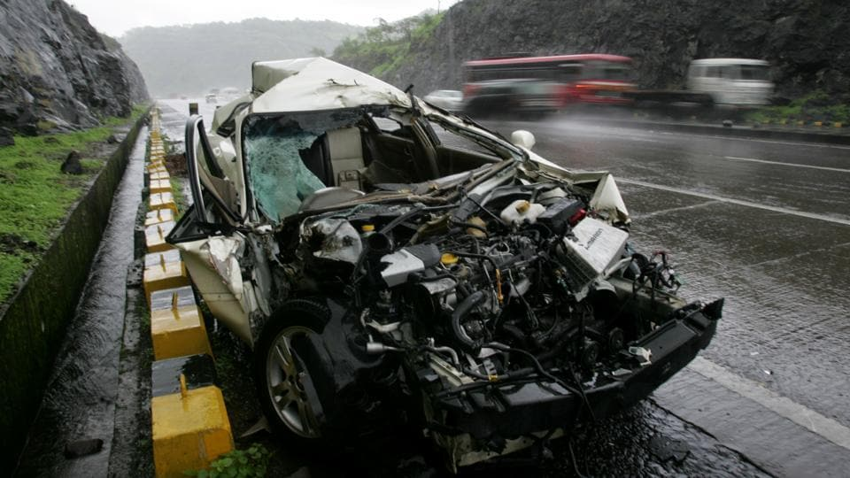 The number of road accidents on the Mumbai-Pune Expressway came down to 281 in 2016 from 313 in 2015
