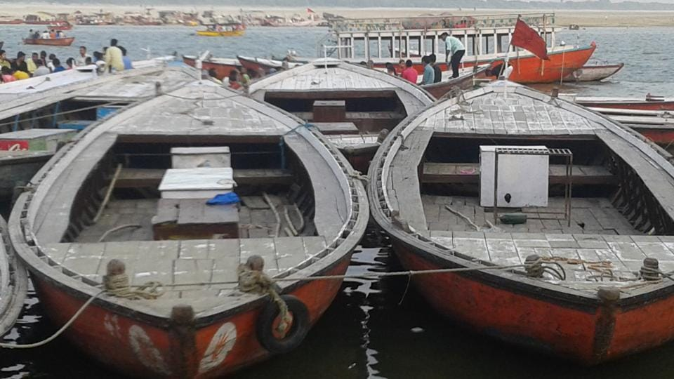The green and blue garbage bins, for wet and dry waste, have gone missing from the boats in Varanasi just a week after they were distributed.