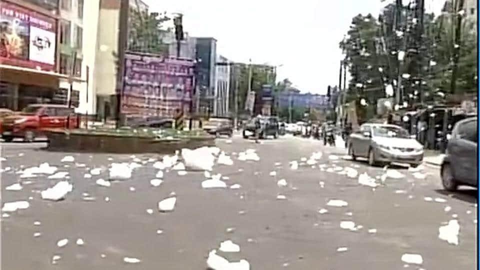 Toxic 'snow' from Bengaluru's Lake Varthur spills onto the road