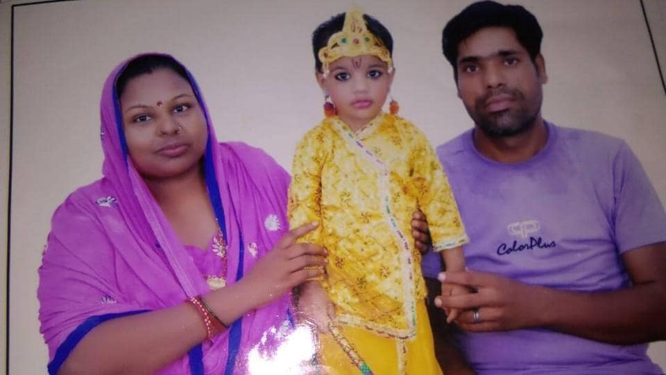 The two-year-old girl Poorvi died at the AIIMS Trauma Centre. Her parents and the auto driver are still receiving treatment.