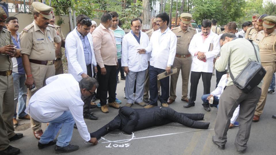 Karnataka IAS officer,IAS officer death,Lucknow
