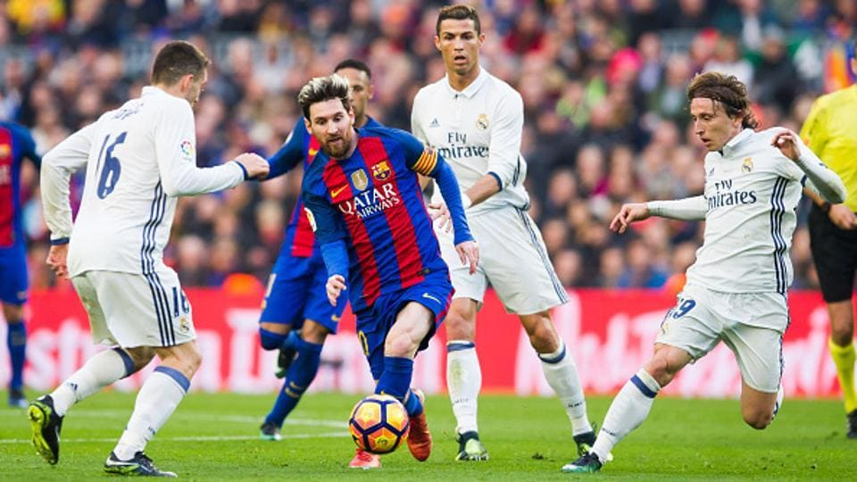 Lionel Messi of FC Barcelona in action against Real Madrid CF during a Spanish League match at Camp Nou stadium on December 3, 2016.