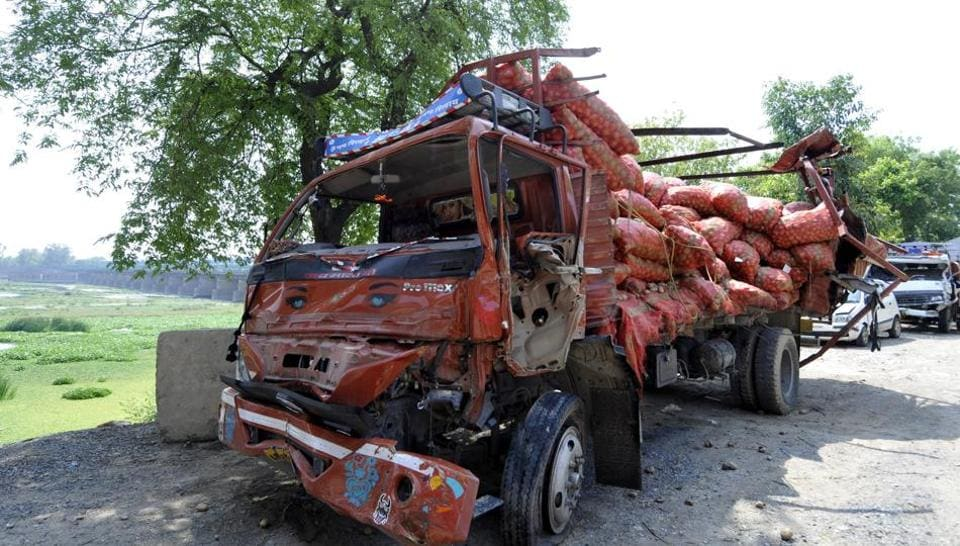 The truck carrying potatoes was on its way to Azadpur Mandi inNorth Delhi from Aligarh.