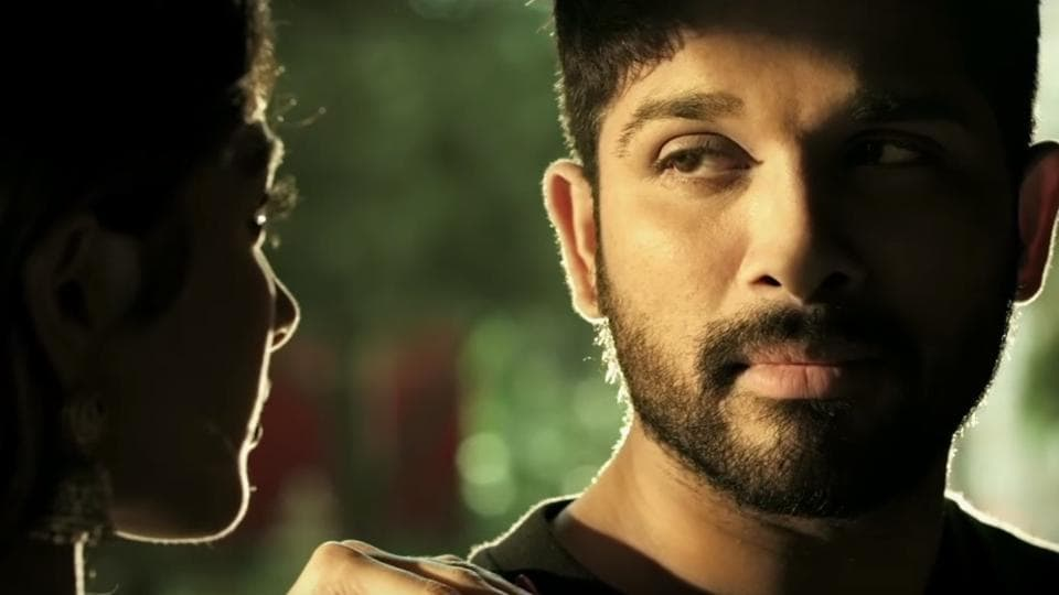A shot from hit number Gudilo Badilo Madilo from the filmDJstarring AlluArjun and Pooja Hegde.