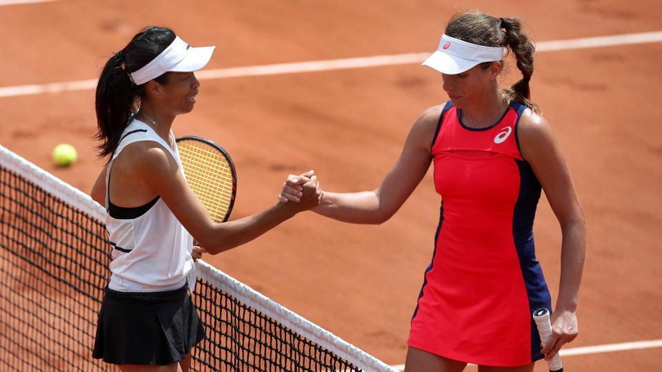 Taiwans's Hsieh Su-wei (L) shakes the hand of Great Britain's Johanna Konta after winning their first round match at the French Open.