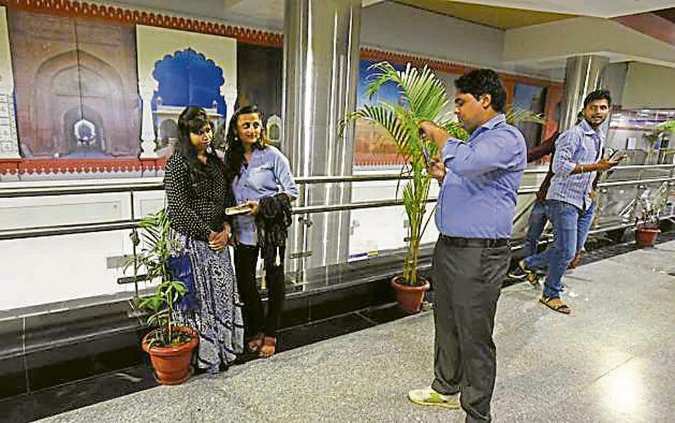Metro heritage line,DMRC,Selfies in metro