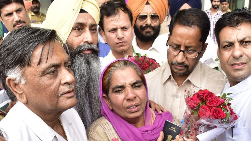 Sukhwant Kaur being welcomed at Amritsar airport.