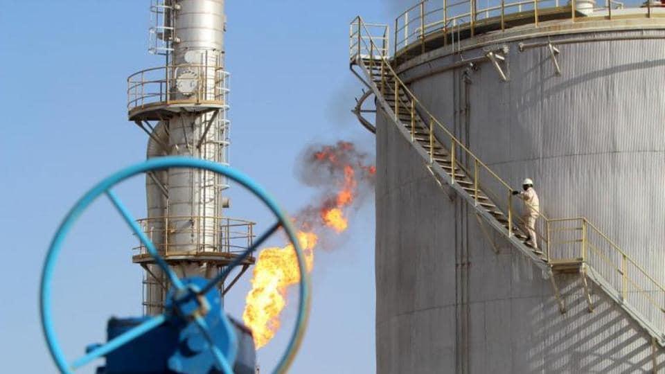 Oil futures climb 1 percent after USA  stockpile draw