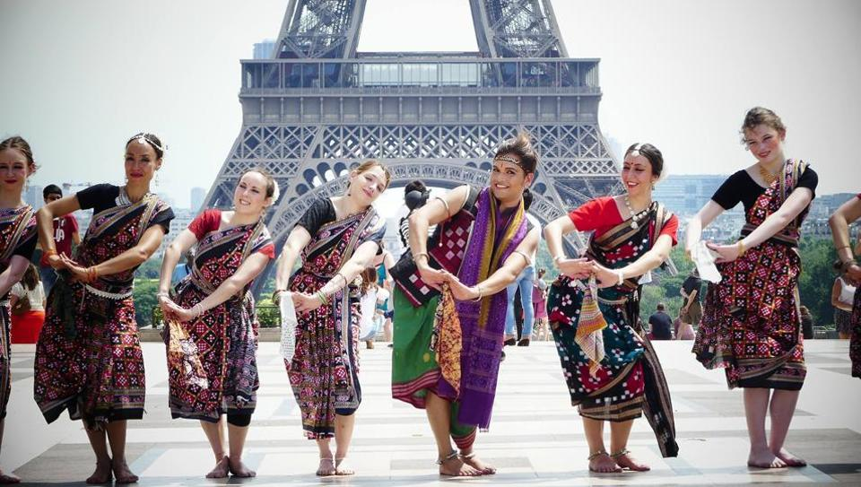 French dancers performing Sambalpuri folk dance at the Eiffel Tower, Paris. Credit: Mahina Khanum (Facebook)