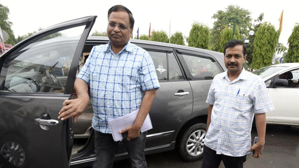 CBI examines Delhi minister Jain in money laundering case